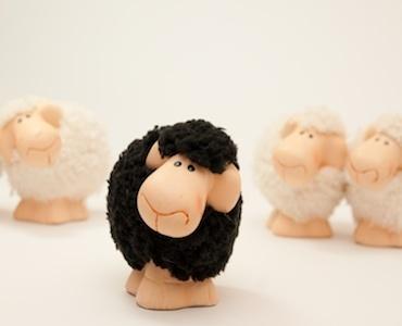 """Conformismo ed emozioni negative: essere la """"pecora nera"""" non conviene?"""
