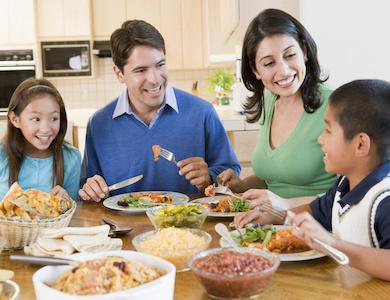 Cenare insieme: abitudine sana per i propri figli