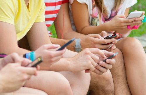 Dipendenza da messaggio: il cellulare anche sotto la doccia!