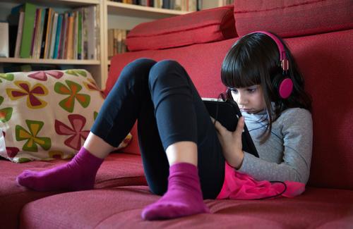 Il bambino asociale: cosa fare a scuola e in famiglia