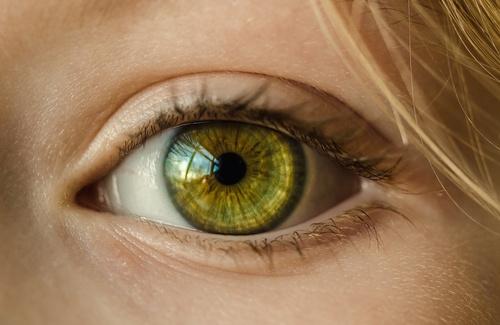Guardarsi negli occhi: che effetto fa?