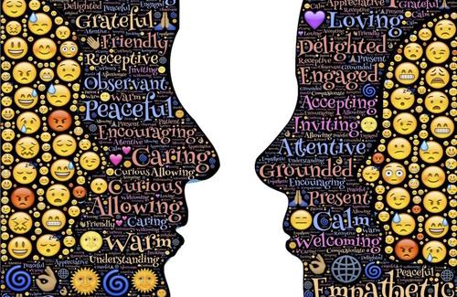 Comunicare le emozioni nel mondo digitale: due punti, trattino medio, chiudo parentesi tonda