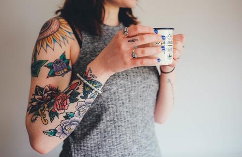 Tatuaggi: esistono dei reali benefici sulla salute?