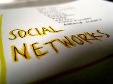 Cercare lavoro con i social network, tra strategia e bon ton