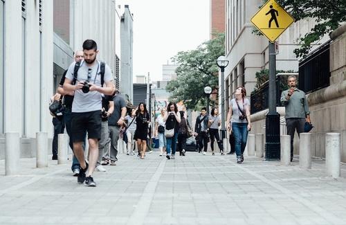 Gli stili di camminata svelano la personalità?