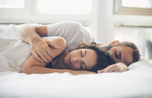 Coppia a letto, come dorme chi si ama?