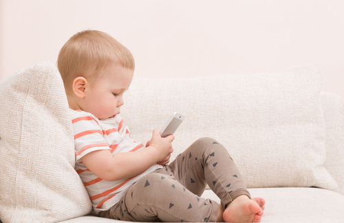 Bambini e cellulare: si o no?!