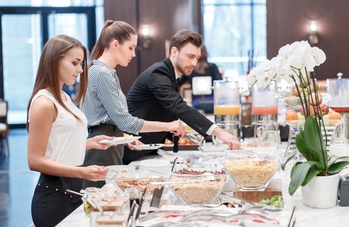 Psicologia del buffet: perché perdiamo il controllo