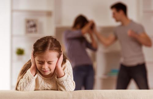 I danni della violenza davanti ai bambini