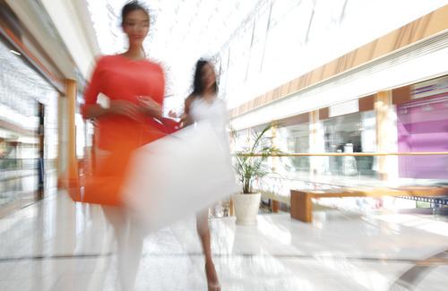 Cos'è il Fast fashion (e perché non fa bene alla psiche né all'economia)